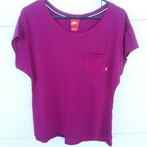 Nike short sleeve pocket tee magenta pink Large